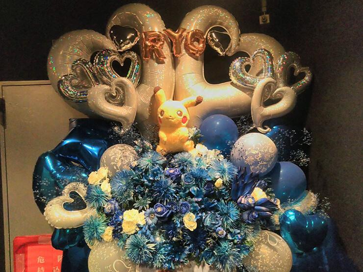 HOLIDAY SHINJUKU Ryo.様のバースデーセッション公演祝いバルーンスタンド花