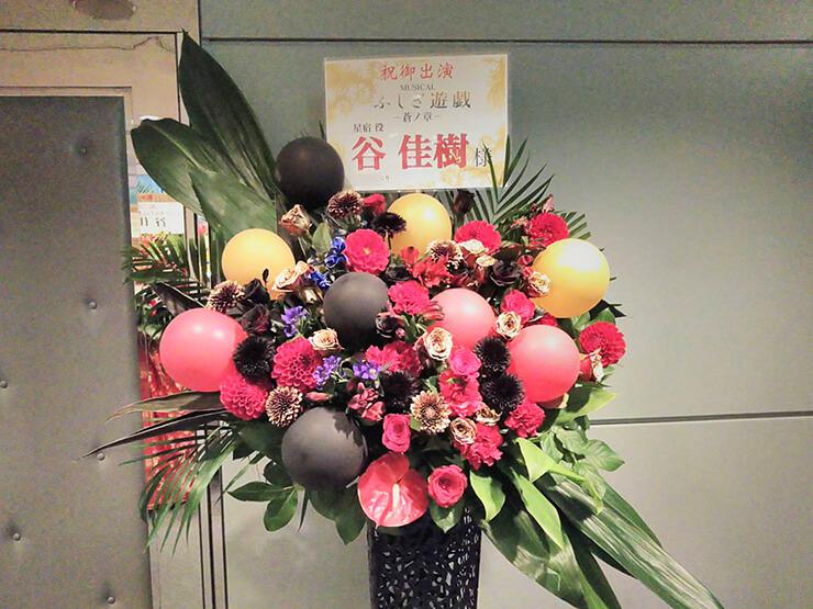全労済ホール/スペース・ゼロ 谷佳樹様の舞台出演祝いバルーンアイアンスタンド花