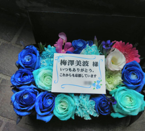 東京ビッグサイト 乃木坂46 梅澤美波様の握手会祝い花 ボックスアレンジ