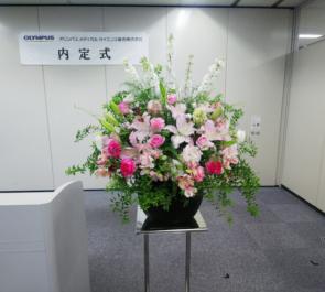 東京オペラシティ オリンパスメディカルサイエンス販売株式会社様の内定式壇上花