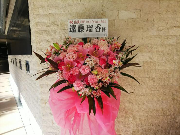 南青山Future SEVEN 遠藤瑠香様のライブ公演祝いハートスタンド花
