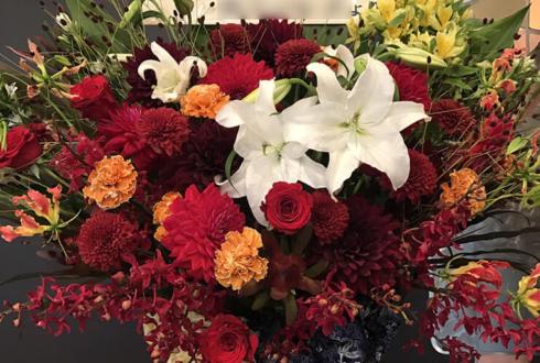 全労済ホール/スペース・ゼロ 谷佳樹様のミュージカル出演祝いスタンド花