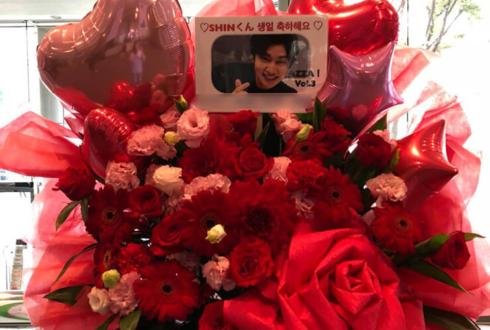 全労済ホール/スペース・ゼロ CROSS GENE SHIN様の生誕祭祝いスタンド花