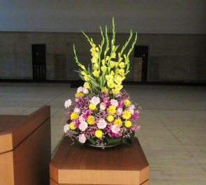 武蔵野市民文化会館 講演会用壇上花 演壇花