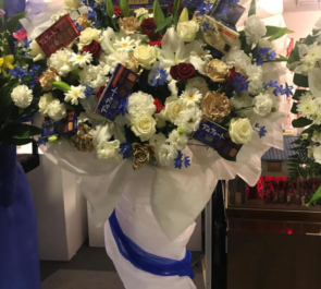 浅草六区ゆめまち劇場 佐藤慎亮様の主演舞台『リライト』公演祝い花束風あるフォートスタンド花