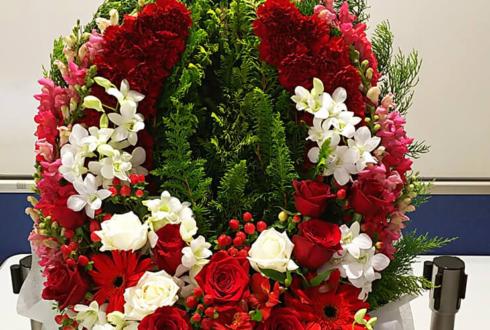 ブックファースト新宿店 横山ルリカ様の2019カレンダー発売イベント祝い花 馬蹄形モチーフデコアレンジ