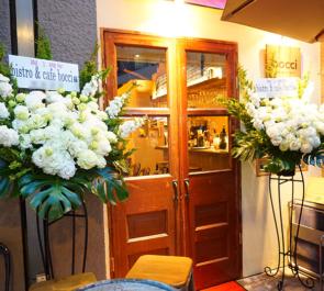 西新宿 bistro&cafe Bocci様の1周年祝いスタンド花2基
