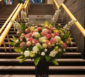 東京国際フォーラム 第8回「徹子の部屋」コンサート2018公演祝いアイアンスタンド花