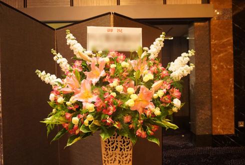 ホテルニューオータニ 株式会社生島企画室様の30周年祝いアイアンスタンド花