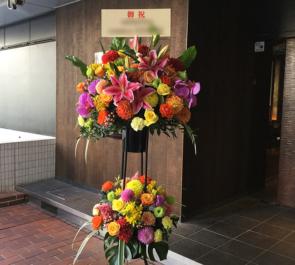中野ブロードウェイ トナリ ノ ジンガロ(Tonari no Zingaro)様の開店祝いスタンド花2段