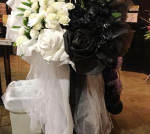 恵比寿リキッドルーム 夕闇に誘いし漆黒の天使達様のワンマンライブ公演祝いスタンド花 half & half