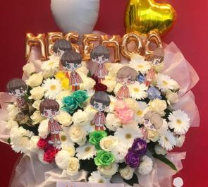 TOKYO DOME CITY HALL MeseMoa.様のライブ公演祝い白ハート花束風スタンド花