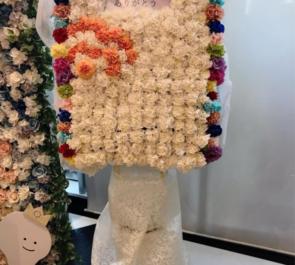 TOKYO DOME CITY HALL MeseMoa.様のライブ公演祝いドアモチーフデコスタンド花