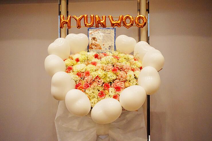 品川インターシティホール HYUN WOO ヒョヌ様のファンミーティング祝いバルーンスタンド花&楽屋花