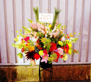 オテル・ドゥ・ミクニ Toshl様の明けましておめでとうライブ公演祝いスタンド花