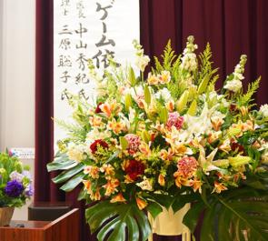 海城中学高等学校様のPTA講演会スタンド花・壇上花