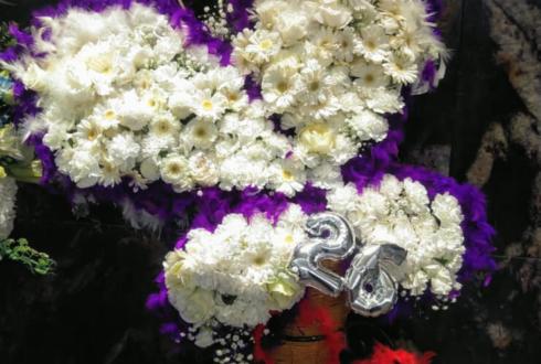 TIAT SKY HALL 櫻井圭登様のバースデーイベント祝いアゲハ蝶モチーフデコスタンド花