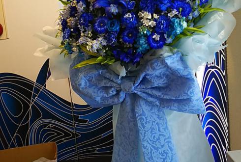 上野アフィリア・シェリーズ シーニャ・S・コンポート様のバースデー&一周年エンカウント花束風スタンド花