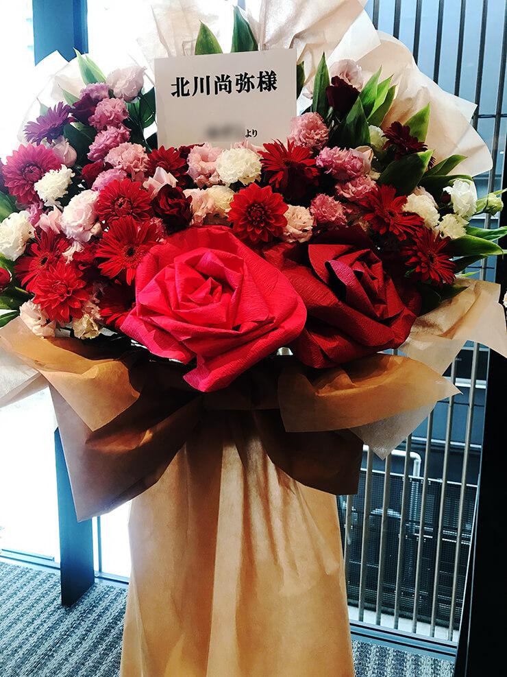 浅草橋ヒューリックホール 北川尚弥様のバレンタインイベント祝い花束風スタンド花