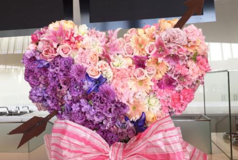 舞浜アンフィシアター 諏訪ななか様のハートモチーフデコスタンド花