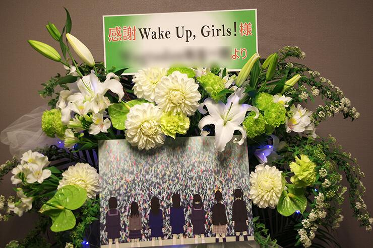 さいたまスーパーアリーナ Wake Up, Girls!様の『~想い出のパレード~』ライブ白×緑スタンド花2段