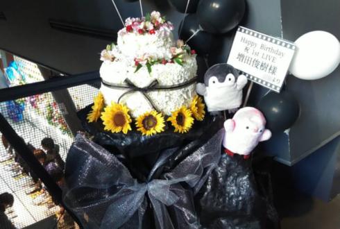 マイナビBLITZ赤坂 増田俊樹様のバースデイベント祝いフラワーケーキスタンド花