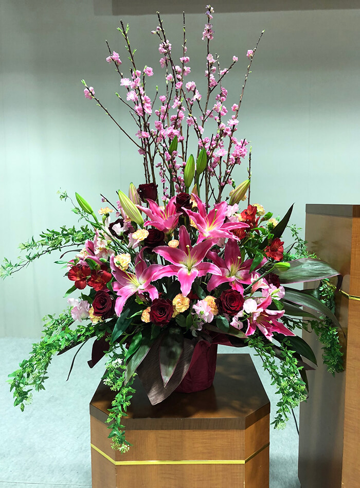 せいせきアウラホール 東京グローバル日本語学校様の卒業式壇上花