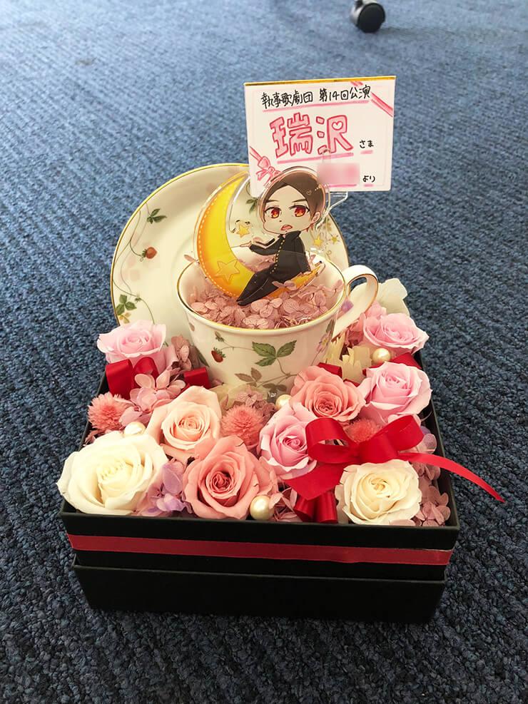 あうるすぽっと 執事歌劇団 瑞沢様の『 Albedo ~わたしのたったひとつの願いごと~ 』出演祝い花 プリザーブドフラワーBOXアレンジ