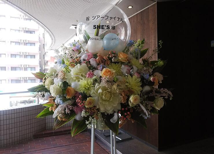 ZeppTokyo SHE'S様のライブ公演祝いバルーンスタンド花