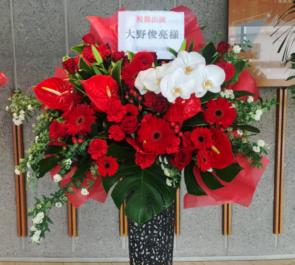 新国立劇場 大野俊亮様の舞台『毛皮のマリー』出演祝いアイアンスタンド花