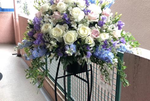 多摩市 ダイニングバーセントラル様の開店祝いスタンド花