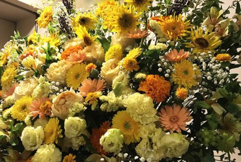 山野ホール 牧野由依様のライブ公演祝いアイアンスタンド花