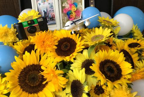 パセラリゾーツグランデ渋谷店 下仮屋カナエ様のバースデーイベント祝い花 トランクケースアレンジ