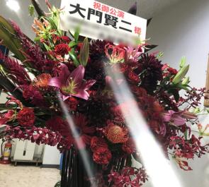 上野ストアハウス 大門賢二様の舞台出演祝いアイアンスタンド花