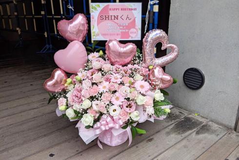TSUTAYA O-EAST CROSS GENE SHIN様の生誕祭祝い楽屋花