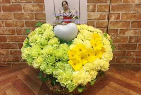 幕張メッセ 乃木坂46 渡辺みり愛様の握手会祝い花 グリーン×イエローハートアレンジ
