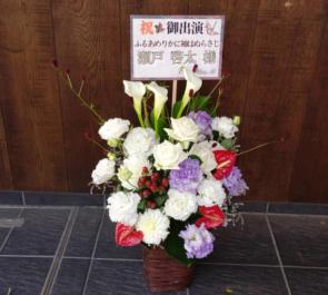 明治座 瀬戸啓太様の音楽劇『ふるあめりかに袖はぬらさじ』出演祝い楽屋花 白ベース赤&紫色
