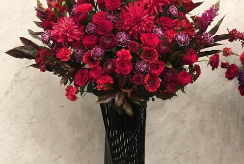 品川インターシティホール 立花理香様のライブ公演祝いアイアンスタンド花