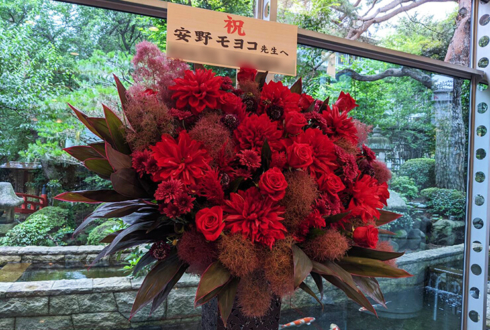 安野モヨコ先生の「安野モヨコ展」開催祝いアイアンスタンド花 @世田谷文学館