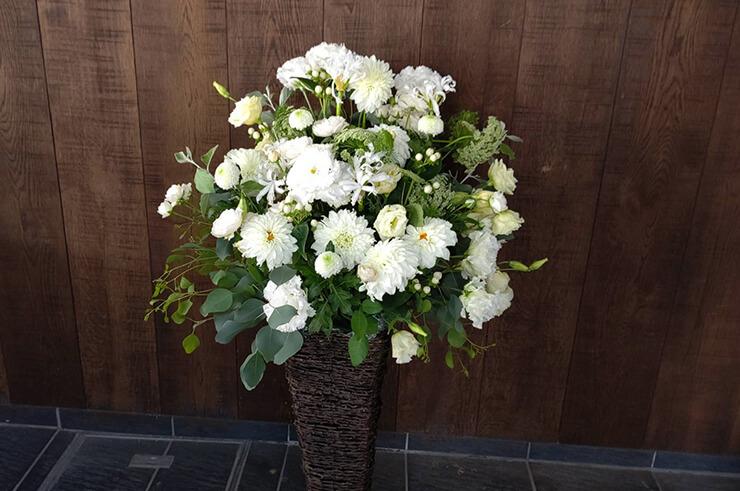 LILLIAN CARAT様の開店祝い籠スタンド花 @八重洲
