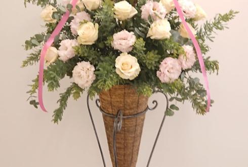 弁護士法人 渋谷アクア法律事務所様の移転祝いコーンスタンド花