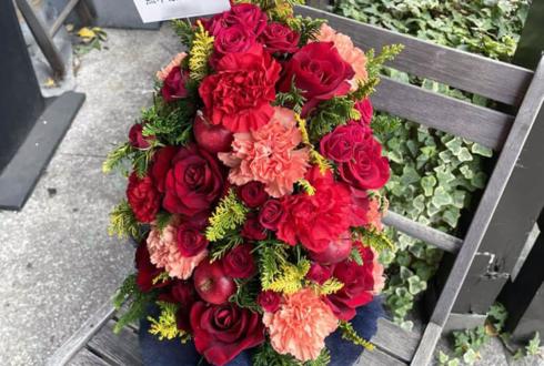 黒木ほの香様のサンドリオンクリスマスイベント「#ドリパパパパ」出演祝い花 XmasTreeアレンジ @恵比寿ザ・ガーデンルーム