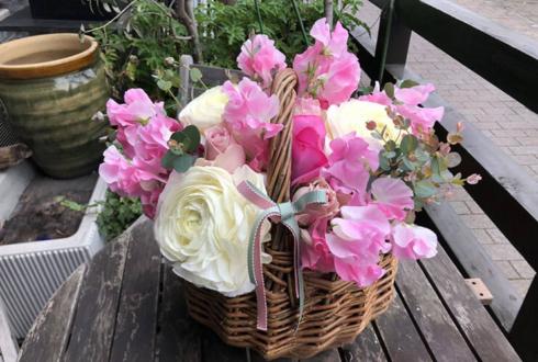 春のオフィス装飾用の花 バスケットアレンジ @浜松町オフィスアネモネ様