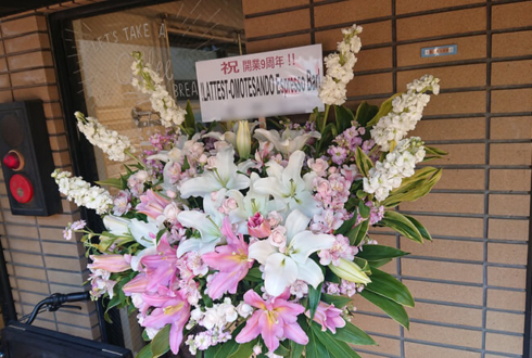 LATTEST OMOTESANDO Espresso Bar様の9周年祝いアイアンスタンド花 @表参道