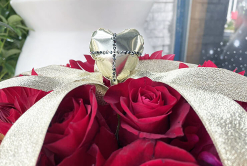 名取さな様の生誕祭イベント『さなのばくたん。-ていねいなお誕生日会-』開催祝い花 王冠モチーフ @川崎チネチッタ