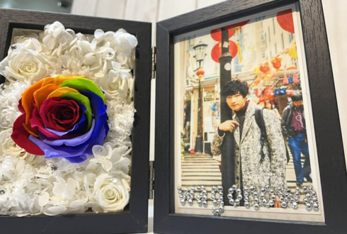 【 #ヲモヒヲカタチニプラス 】ご自宅での推し事に 和合真一様のTV番組『ワールドツアーPhoto BY WAGO チェコ』放送祝い花 プリザーブドフラワーフォトフレーム