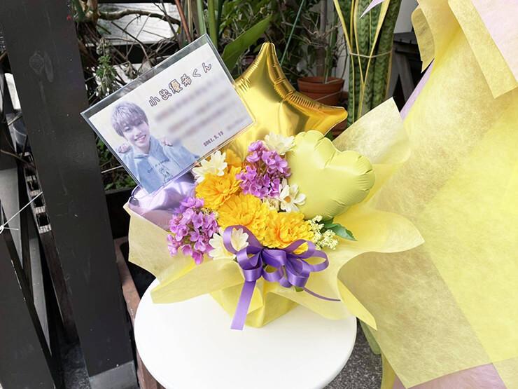 【 #ヲモヒヲカタチニプラス 】小出優希様の誕生日祝い花 【花屋店頭展示】