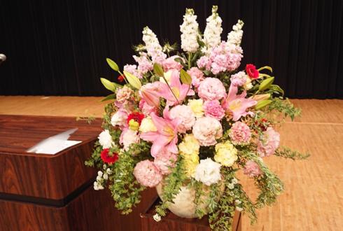 学校法人三幸学園 東京ビューティーアート専門学校様の卒業式 壇上花 @板橋区立文化会館