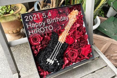 【 #ヲモヒヲカタチニプラス 】ご自宅での推し事に アリス九號. ヒロト様の誕生日祝い花 ギターモチーフプリザーブドフラワーBOXアレンジ