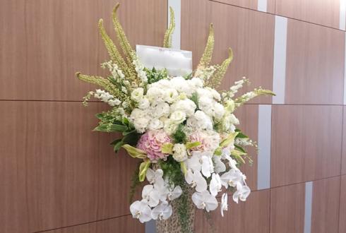 株式会社サンワカンパニー 東京ショールーム様のリニューアルオープン祝いアイアンスタンド花 @南青山